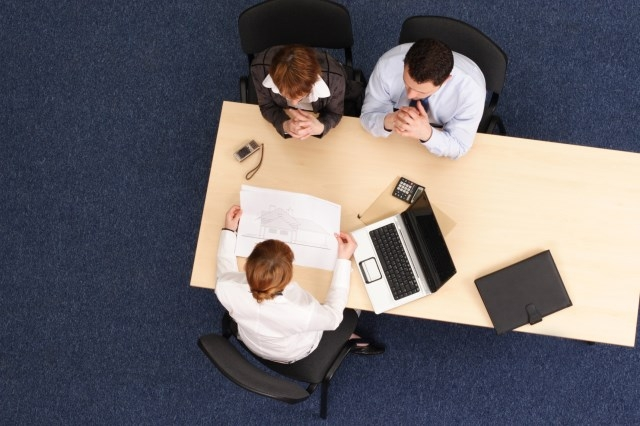 HR问还有什么要了解的,这三个傻问题一定不要问!